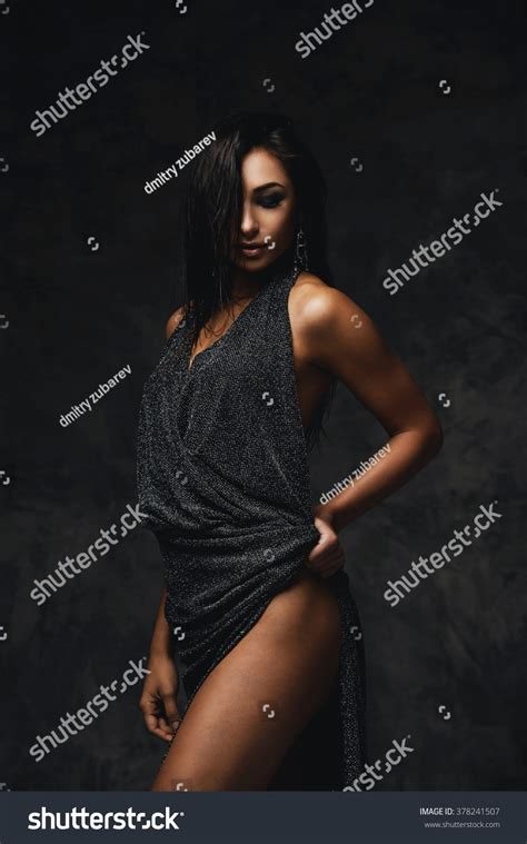 Sexy Raven Haired Indian Lady Posing Stock Foto 378241507