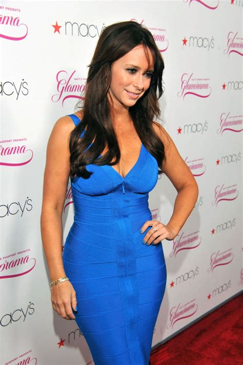 9 Photos Of Jennifer Love Hewitt In All Her Thick Glory