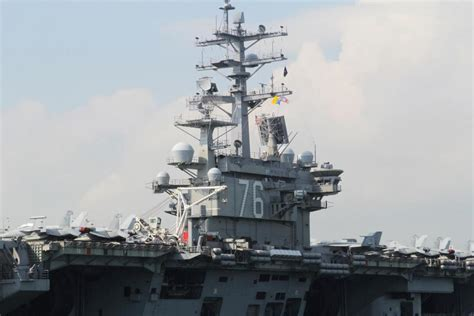 US sends 2 carriers, 4 other warships to South China Sea