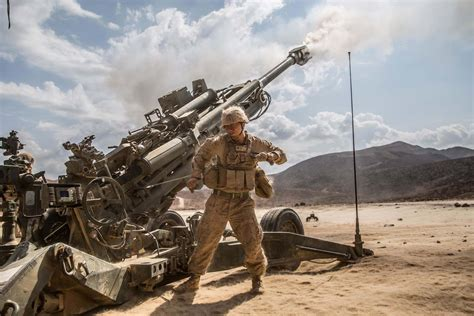 US Marines Move into Syria with Howitzers | Military