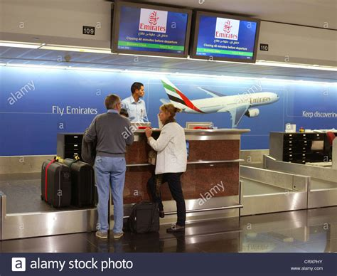 Check-in am Schalter von Emirates Airlines in Dubai