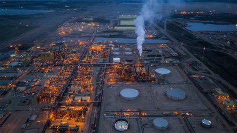 Oil Sands Boom Dries Up in Alberta, Taking Thousands of