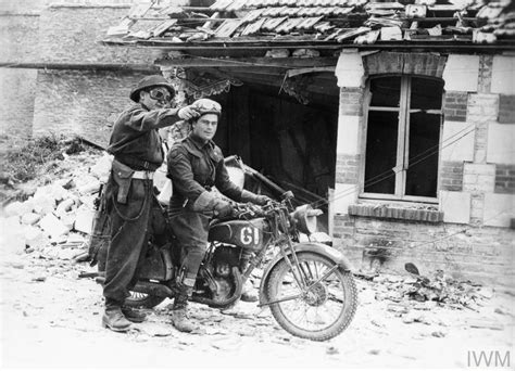 CANADIAN FORCES IN NORMANDY, JULY 1944 (HU 69102)