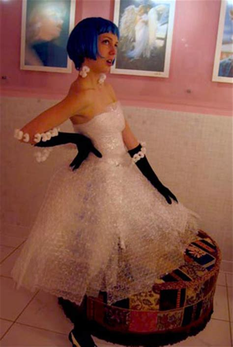 The Best Of Really Bad Prom Dresses - 16 Pics