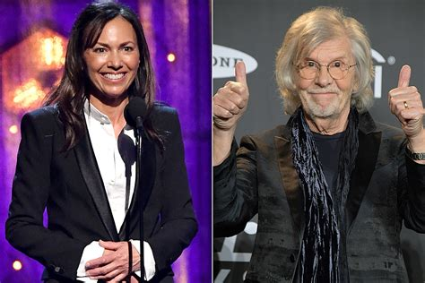 Susanna Hoffs Inducts the Zombies Into Rock and Roll Hall