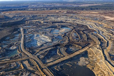 Suncor to trim capital spending by $400 million, while