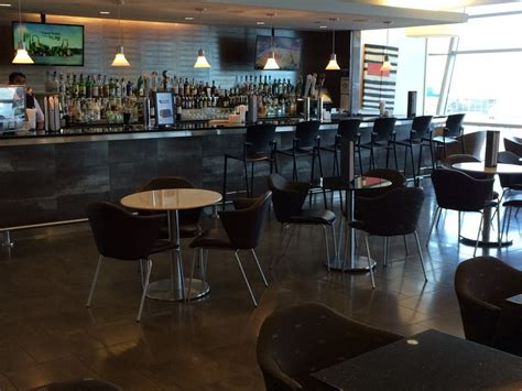 Lounge Review: American Airlines Admirals Club – JFK B