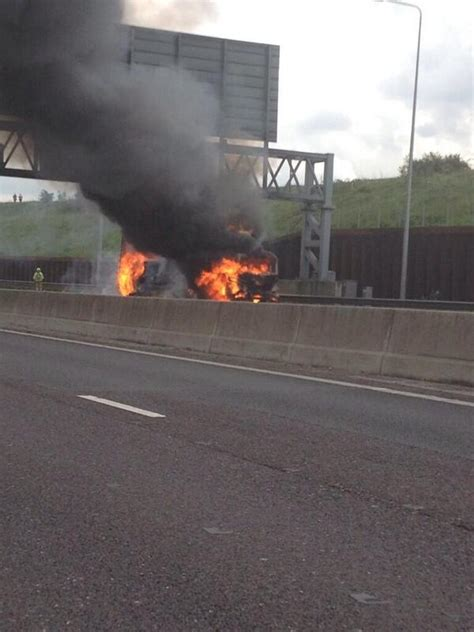 M25 Hertfordshire Reopens After Lorry Fire - Heart Beds